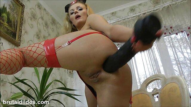 Blondine mit einem gratis porno erwischt Spielzeug